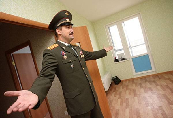 Военнослужащий в новой квартире