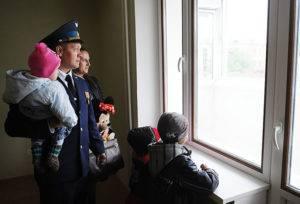 Семья военнослужащего в новой квартире