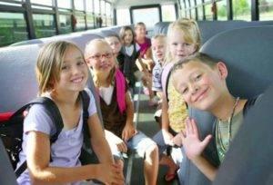 На кого действует бесплатный проезд для школьникв