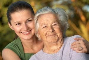 Пенсионерка с внучкой