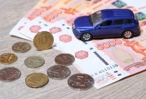 Игрушечный автомобиль и деньги