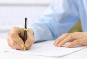 Студент пишет заявление