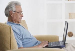 Пенсионер с ноутбуком