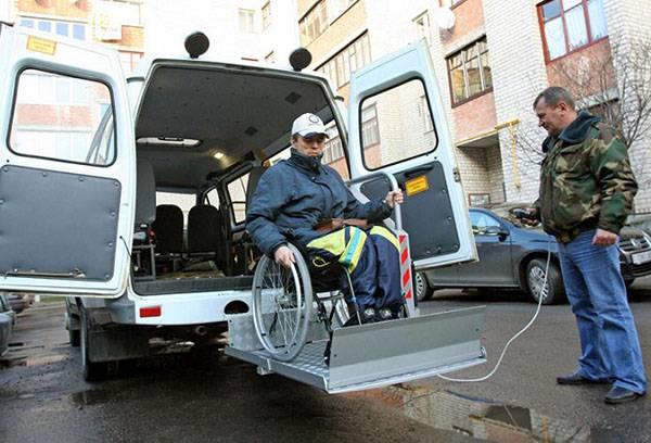 Инвалид-колясочник в социальном такси
