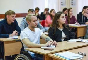 Инвалид-колясочник на паре в вузе