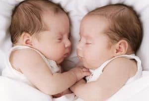 Спящие двойняшки
