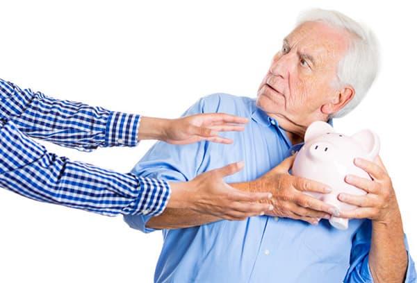 Пенсионер не отдает накопления