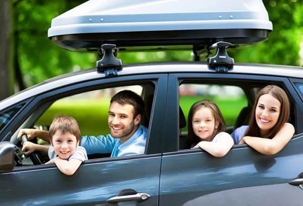 Семья в новой машине