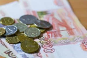 Деньги купюрами и монетами
