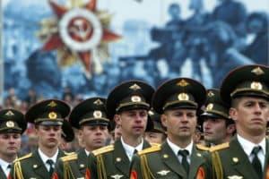 Военные в парадной форме