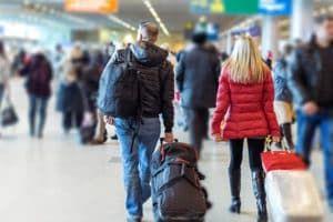Переселенцы в аэропорту