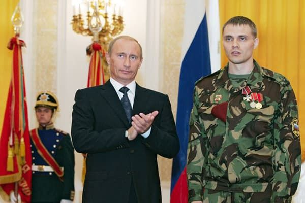 Вручение медали военнослужащему