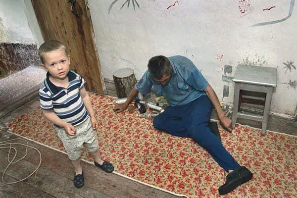 Ребенок и его пьяный отец