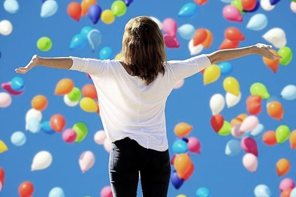 Девушка и воздушные шарики