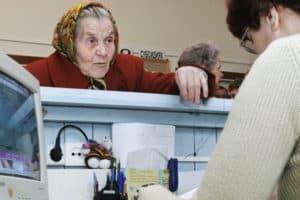 Пенсионерка в госучреждении